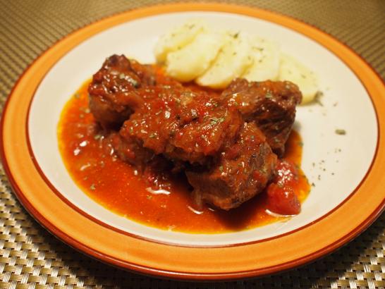 牛バラ肉の赤ワイン煮