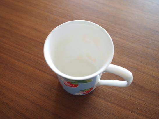磁器のマグカップ