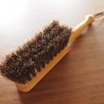 レデッカーの馬毛ブラシが木製テーブルの掃除におすすめ!